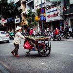 Marktfrau im Gewusel