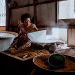 Hier wird Reispapier für... Neeee nicht Nudeln, sondern Frühlingsrollen gemacht
