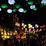 Lampions bei Nacht