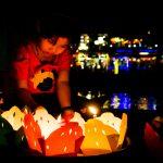 Auch Kinder verkaufen Lichter