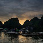 Fischfarm bei Sonnenuntergang