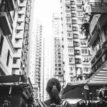 Markt in mitten der Häuserschluchten