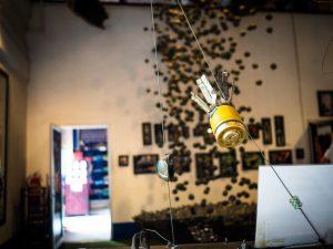 Furchtbare Streubomben, die die Amys in Laos abgeworfen haben. Die Vergangenheit der Amys ist mindestens so dunkel wie die unsere, wenn nicht sogar dunkler!