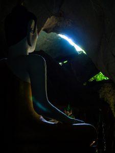 Buddah findet man auch in den Höhlen