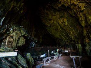 Große Höhle in Vang Vieng