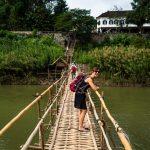 Olle auf der Bambusbrücke