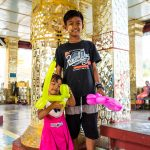 Kinder in einem Tempel