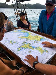 Routenplanung auf dem Segelboot