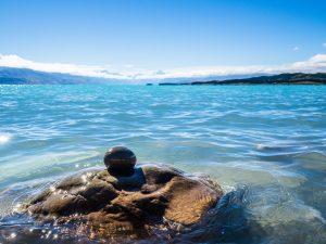 Das glasklare Wasser  des Lake Pukaki