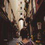 Eine Gasse in Neapel