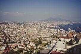 Neapel am Fuße des Vesuv